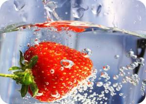 Wasser trinken unterstützt den Stoffwechsel